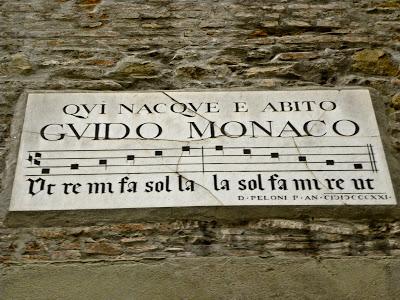 Visitare Arezzo in un giorno - Targa Guido Monaco