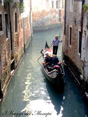 Andare in gondola a Venezia - gondoliere