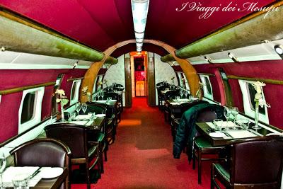 Cena a bordo di un aereo - interno