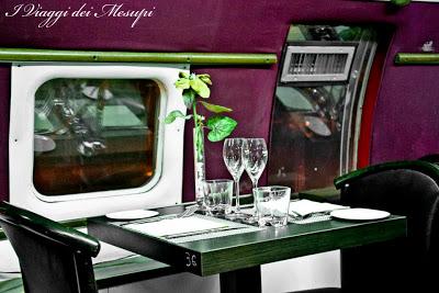 Cena a bordo di un aereo tavoli