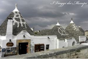 Alberobello, destinazioni insolite - i segni sui tetti