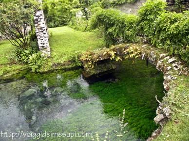 Giardini di Ninfa, ponticello