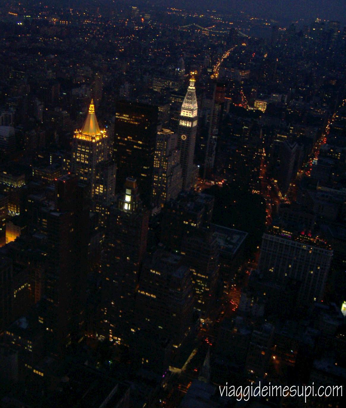new-york-in breve  by night