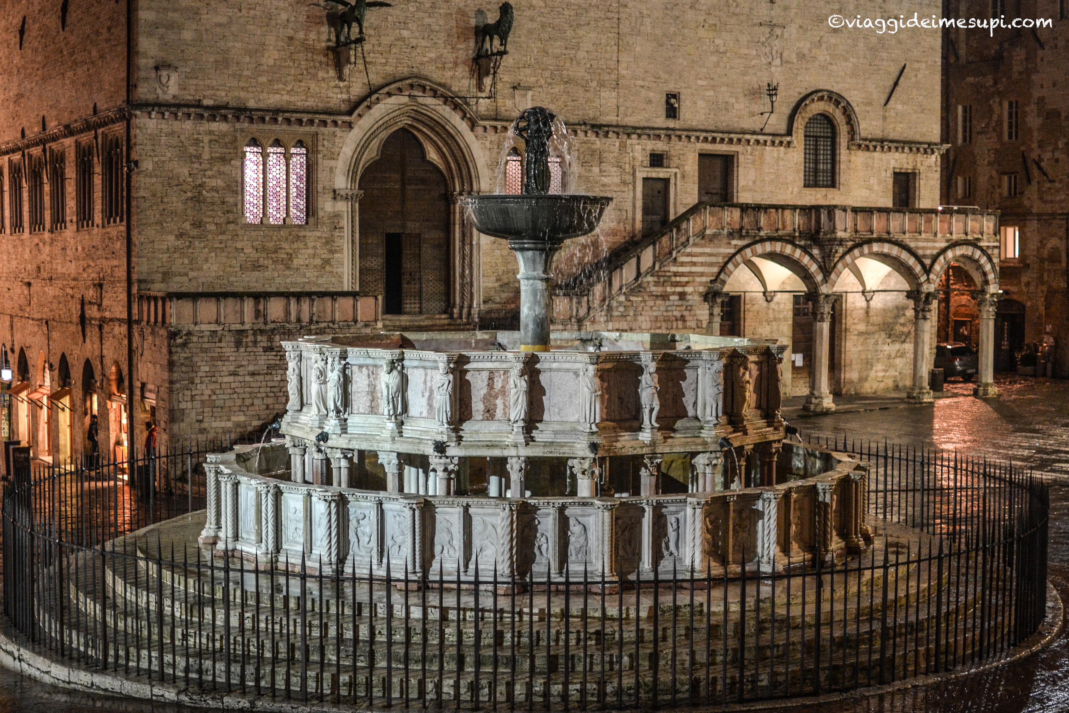 Perugia di notte, fontana