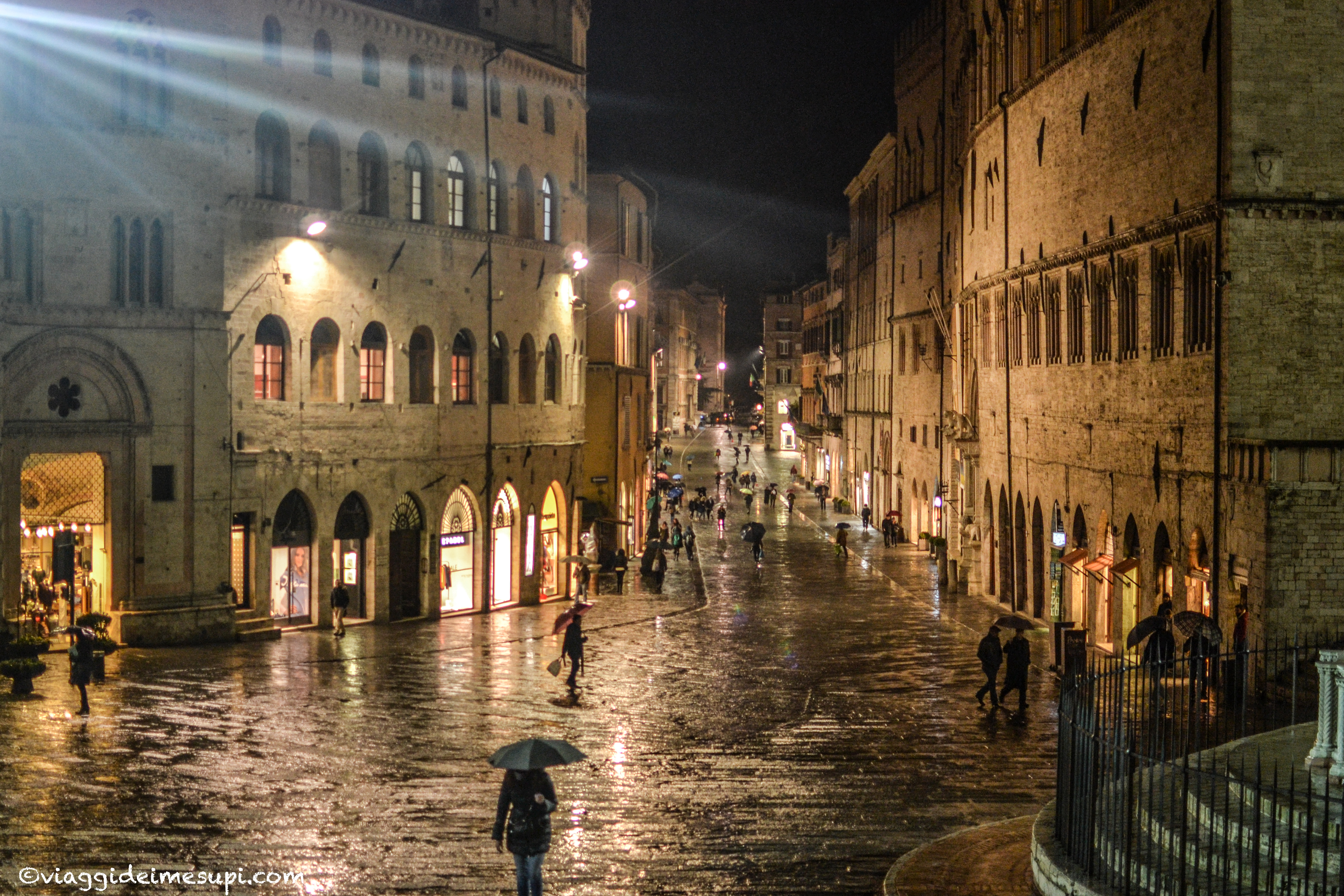Perugia di notte, Piazza IV Novembre